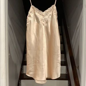 Cacique lingerie nightgown in Peach Color Size M